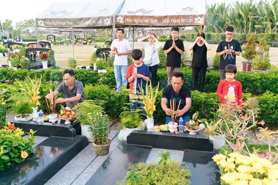 Văn Khấn Lễ Cúng Tạ Mộ Ngày 30 Tết - Lễ Chạp